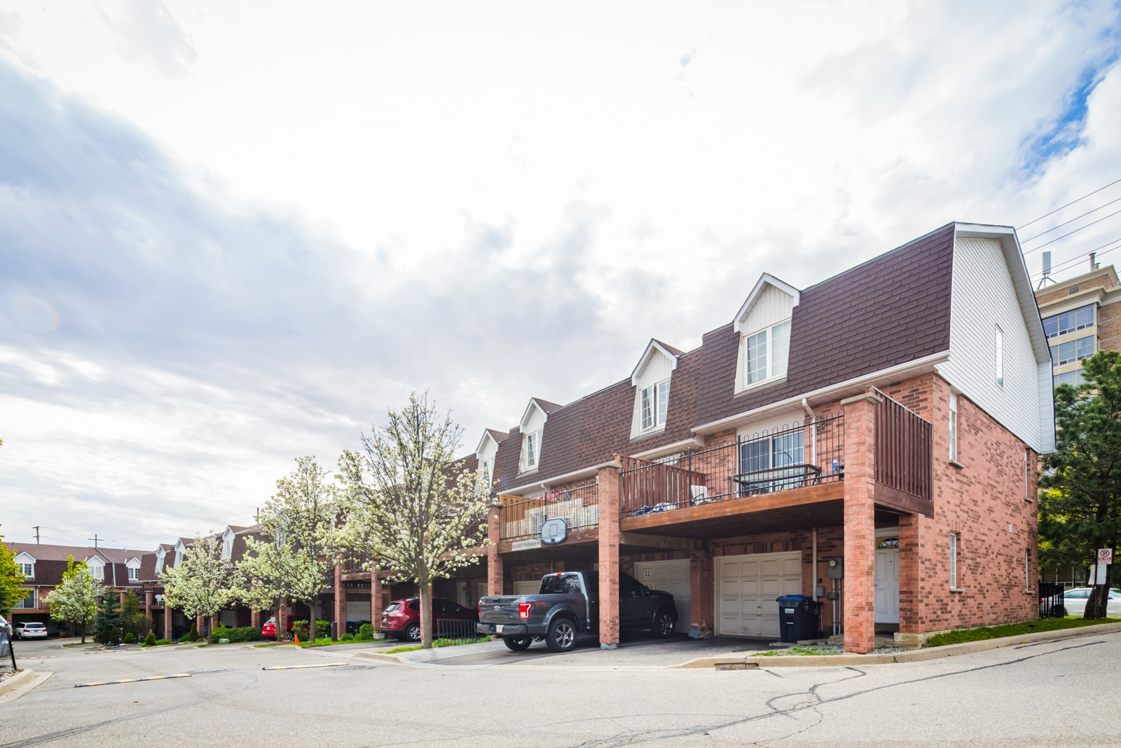 4950 Rathekeale Rd Townhouses at 4950 Rathkeale Rd, Mississauga 1