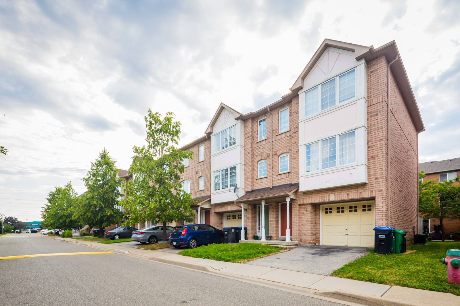 80 Acorn Place Townhouses at 80 Acorn Pl, Mississauga 1