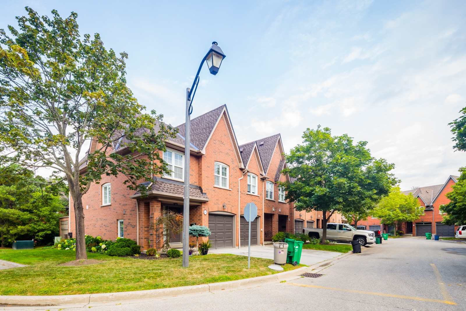 1100 Queen Street West Townhouses at 1100 Queen St W, Mississauga 0