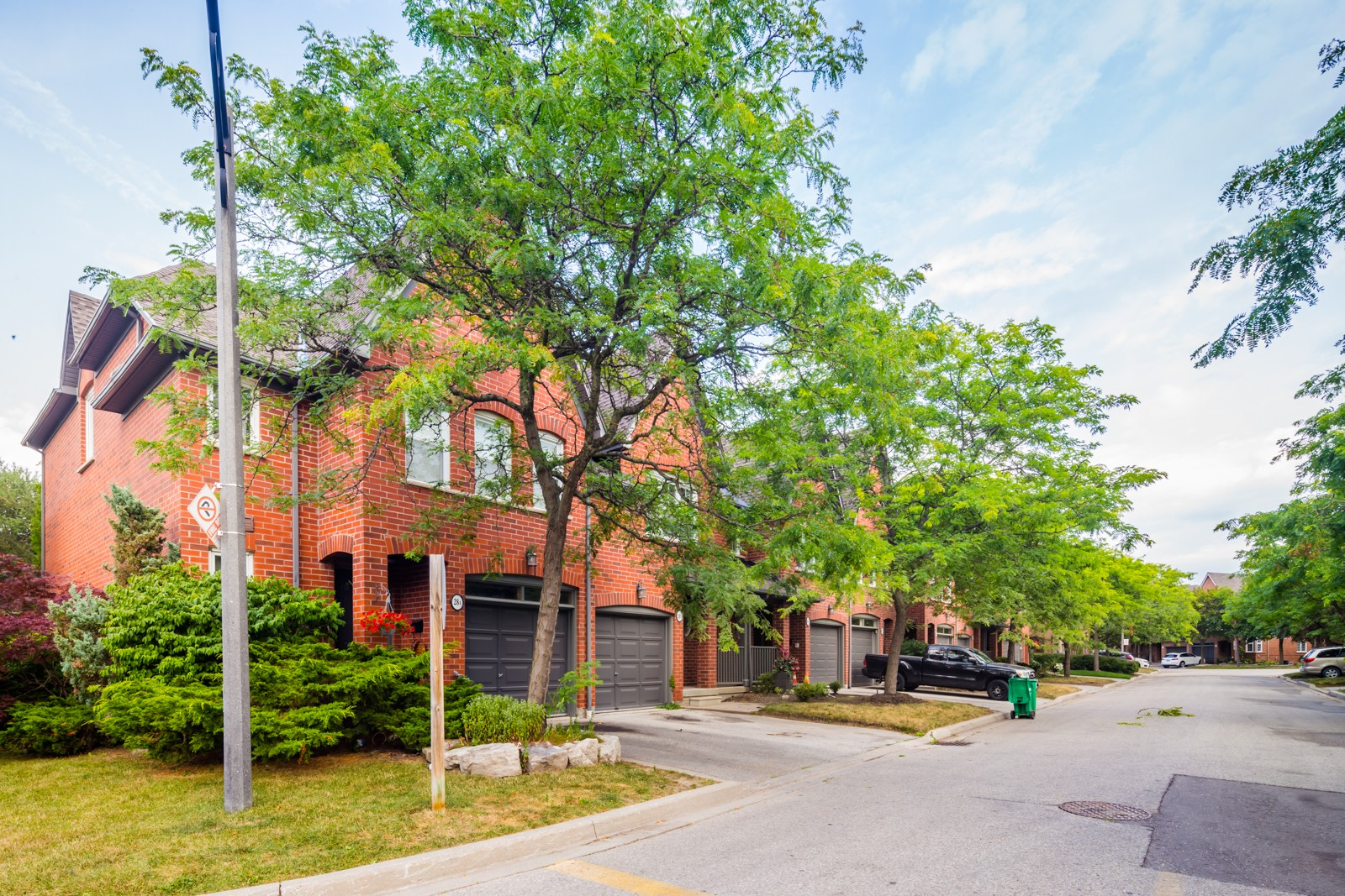 1100 Queen Street West Townhouses at 1100 Queen St W, Mississauga 1
