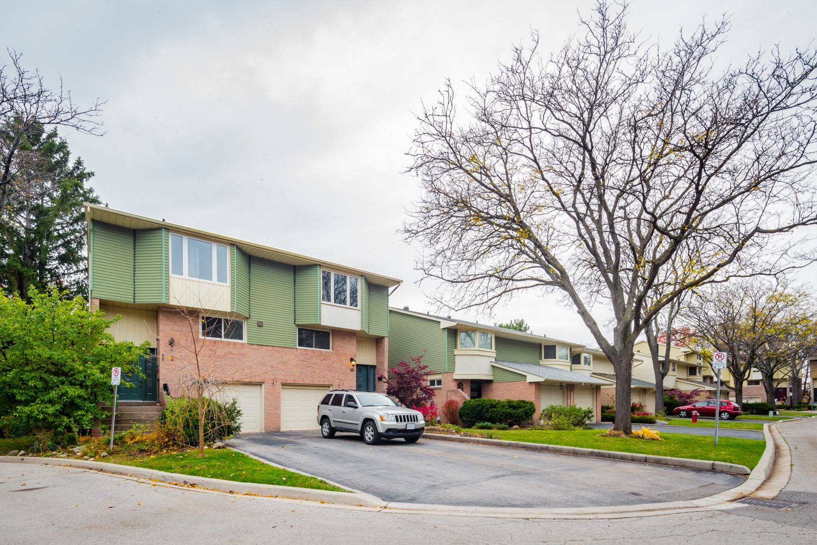 Village Gardens at 1135 McCraney St E, Oakville 1