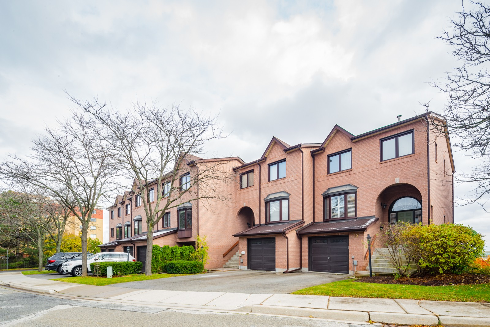 1100 Queens Ave Townhouses at 1100 Queens Ave, Oakville 1