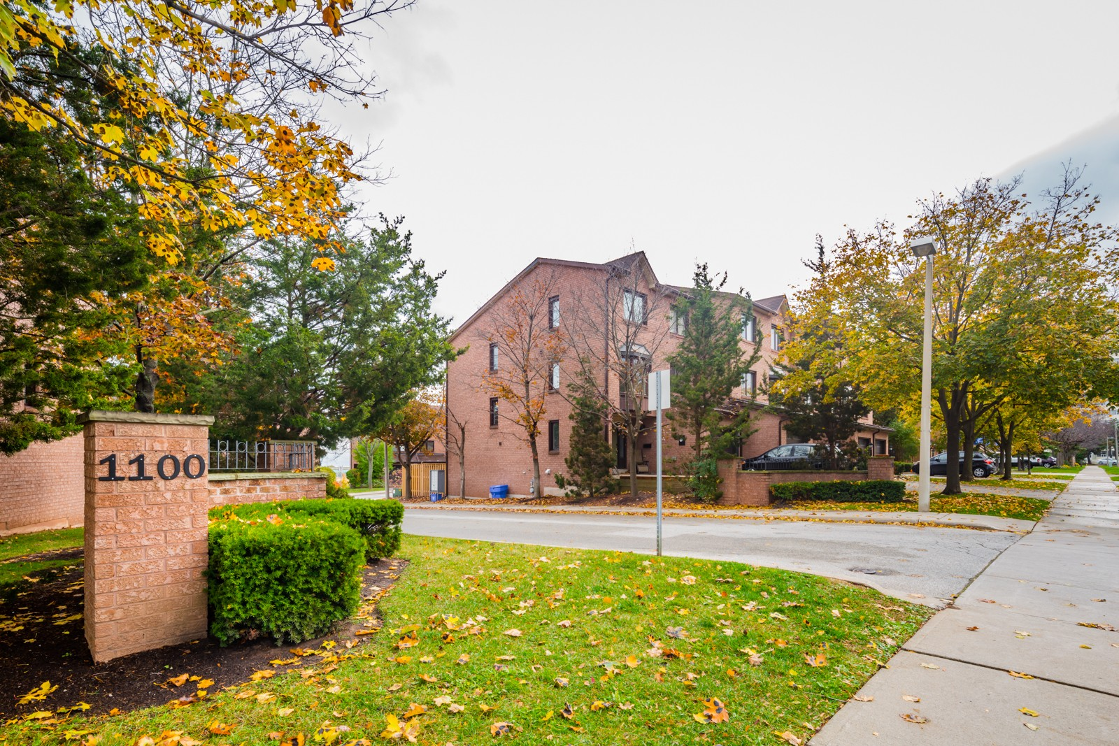 1100 Queens Ave Townhouses at 1100 Queens Ave, Oakville 0