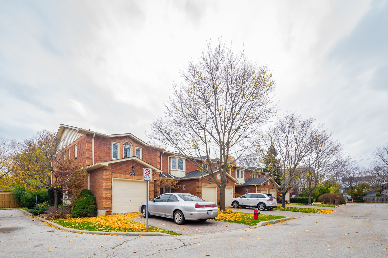 Mariners Mews at 2314 Marine Dr, Oakville 1