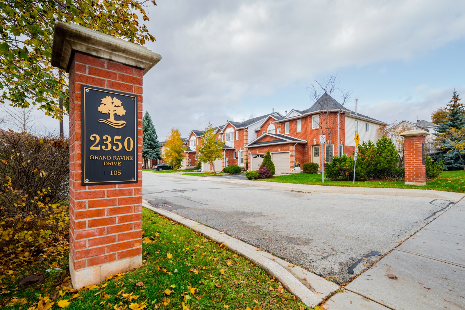 2350 Grand Ravine Dr Townhouses at 2350 Grand Ravine Dr, Oakville 0