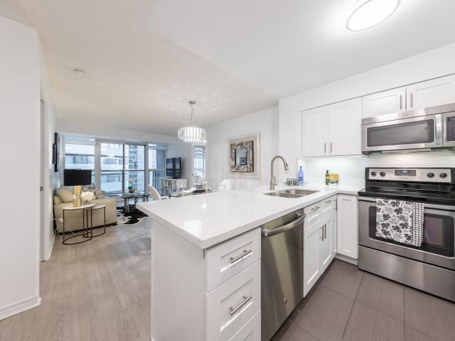 2509 - 19 Grand Trunk Cres