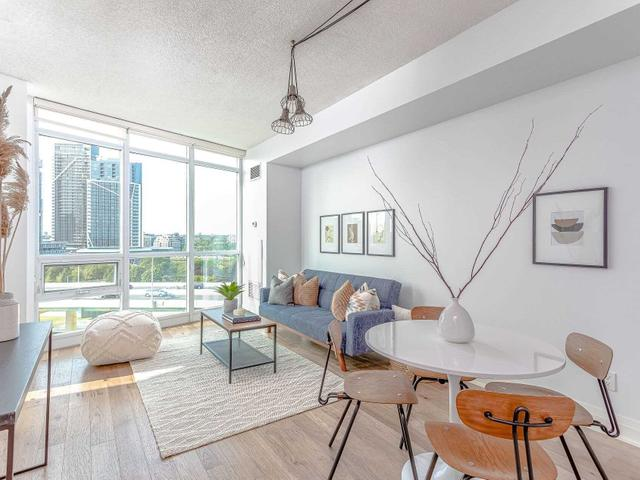 1214 - 231 Fort York Blvd