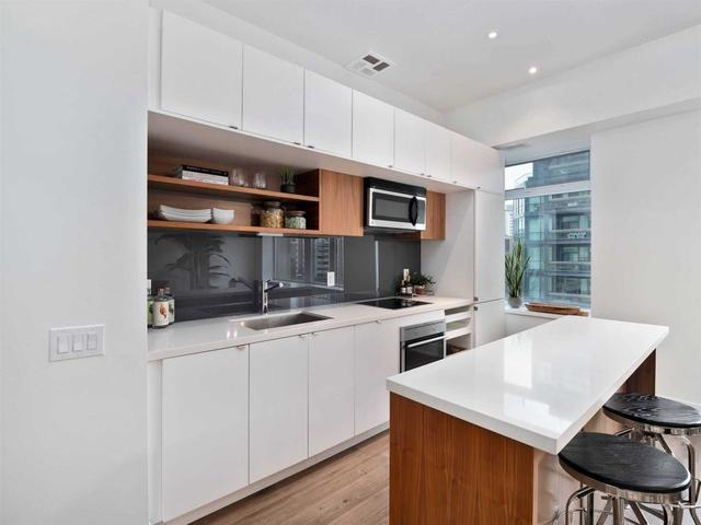 605 - 111 St Clair Ave W