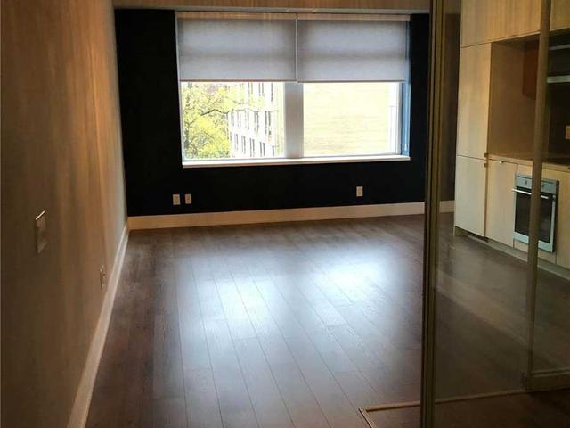 423 - 111 St Clair Ave W