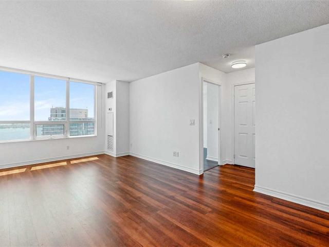 3510 - 19 Grand Trunk Cres
