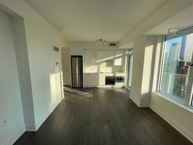 1810 Nt - 99 Broadway Ave