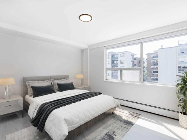 404 - 250 St Clair Ave W