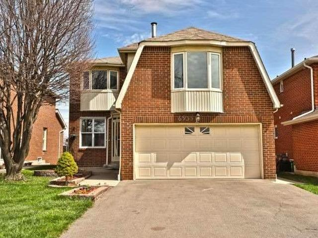 6935 Hickling Cres