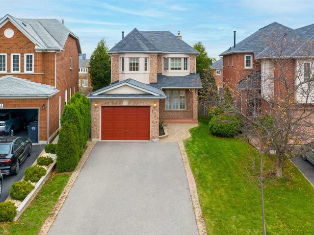 2565 Strathmore Cres