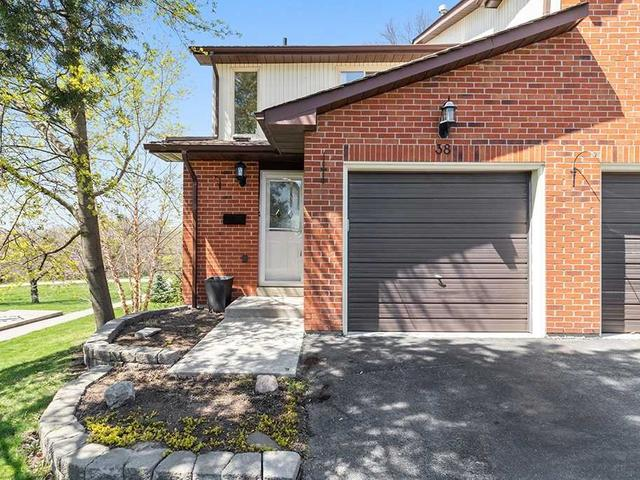38 Foster Cres