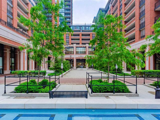 339 - 830 Lawrence Ave W