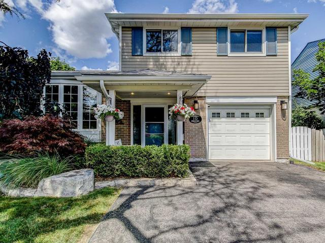 10 Bromley Cres