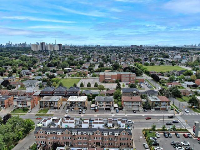 17 - 760 Lawrence Ave W