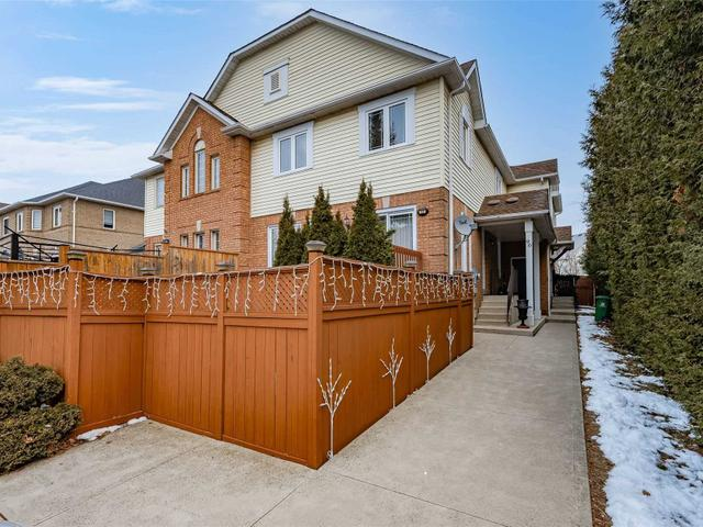96 Fellowes Cres