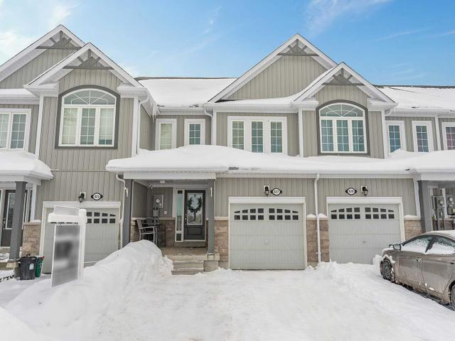 927 Cook Cres