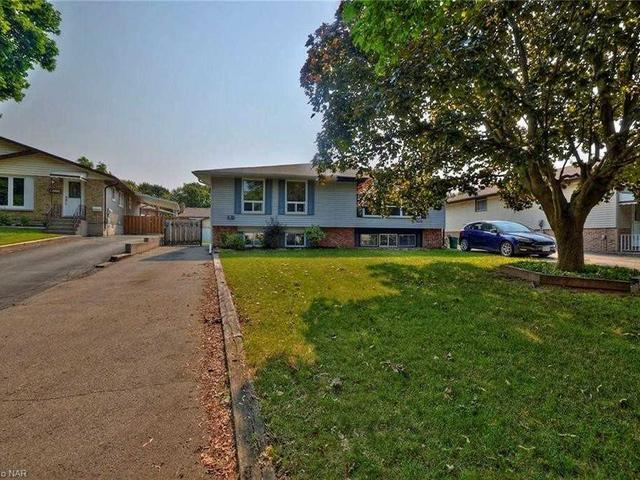 5014 Gage Cres
